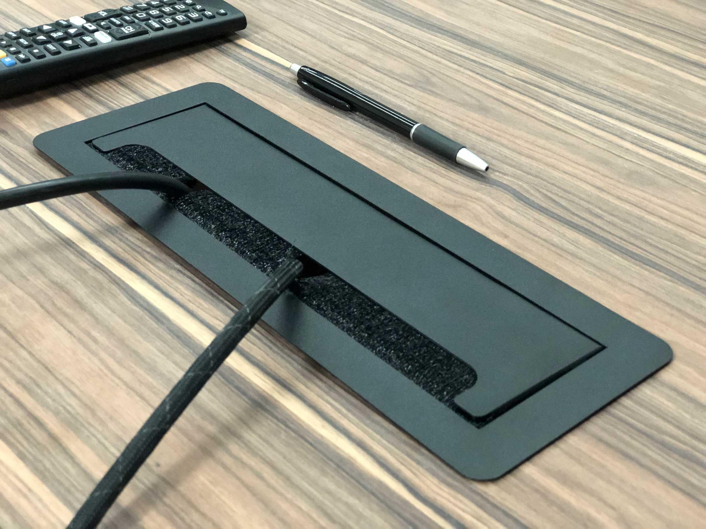 Multicontacto-pasa-cable